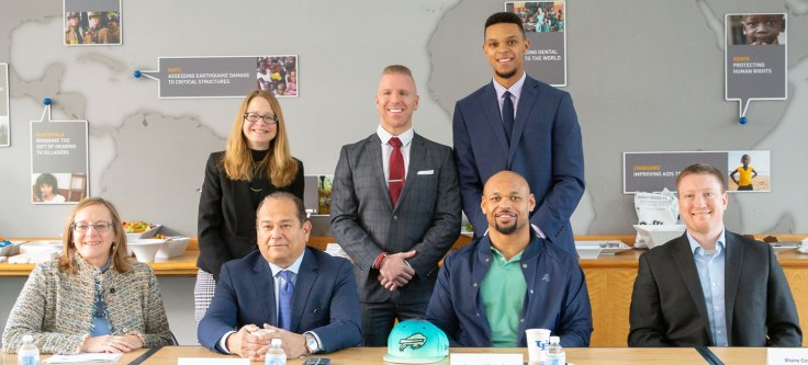 Front row: Lucinda Finley, Paul Cambria (Lipsitz Green Scime Cambria LLP), Lorenzo Alexander (The Buffalo Bills, National Football League Players Association) and Shane Costa '13 (Pillar Sports Management LLC). Back row: Nellie Drew, and law students Anthony DiPerna '19 and William Hython '19. Photo by Meredith Forrest Kulwicki, UB Communications.